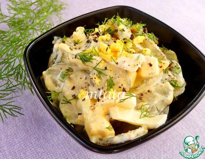 Рецепт: Салат с соленым огурцом и яйцом