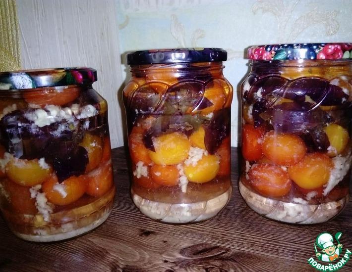 Рецепт: Маринованные помидоры с базиликом