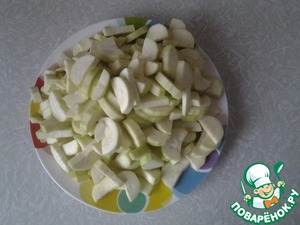 Clean the zucchini and cut into slices or pieces, if large zucchini