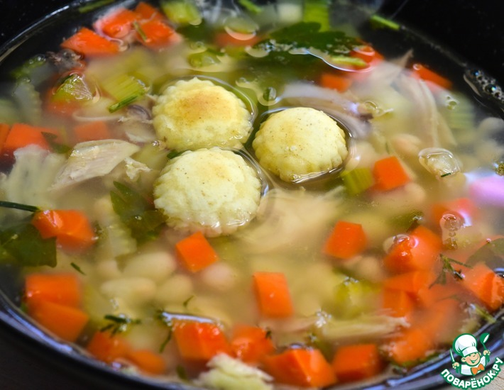Рецепт: Прозрачный куриный суп с белой фасолью