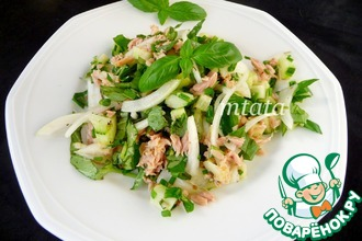 Рецепт: Салат с огурцом и тунцом