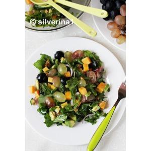Салат с виноградом и авокадо