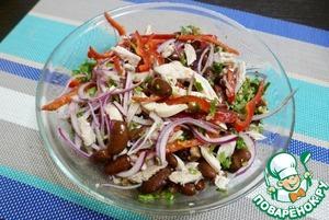 Аккуратно перемешать и дать салату охладиться в холодильнике полчаса. Чем дольше стоит, тем вкснее становится.