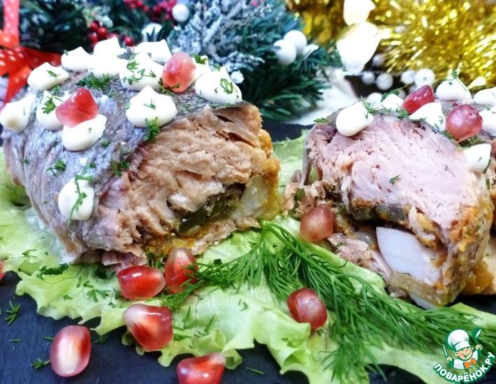 Рецепт: Рулет из горбуши с овощами и яйцом