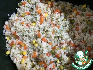 Rinse canned peas and corn and sent to rice. Cover with a lid and tormented for a few minutes. Then add finely chopped dill and again tormented a minute. Now check the still liquid or not, dealeven if required and try the rice. If it is not ready, not stirring, you can add a little hot water and then cover it with a lid. When the rice is cooked the way we like, remove from heat and leave under the lid for another couple of mine. Then stir.