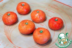 Ready tangerine truffles stored in the refrigerator for 2 weeks. Pack in boxes and give them to the family!