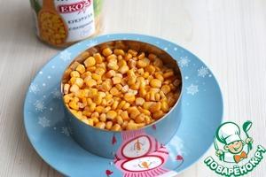 Затем выложить сладкую кукурузу ТМ ЕКО (1/2 бан.)