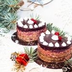Печеночное пирожное со смородиновым желе