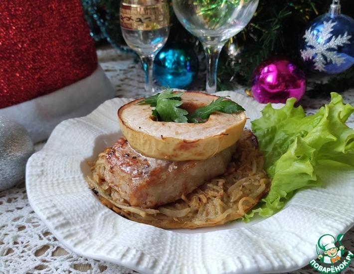 Рецепт: Свинина на подушке из картофеля и яблока