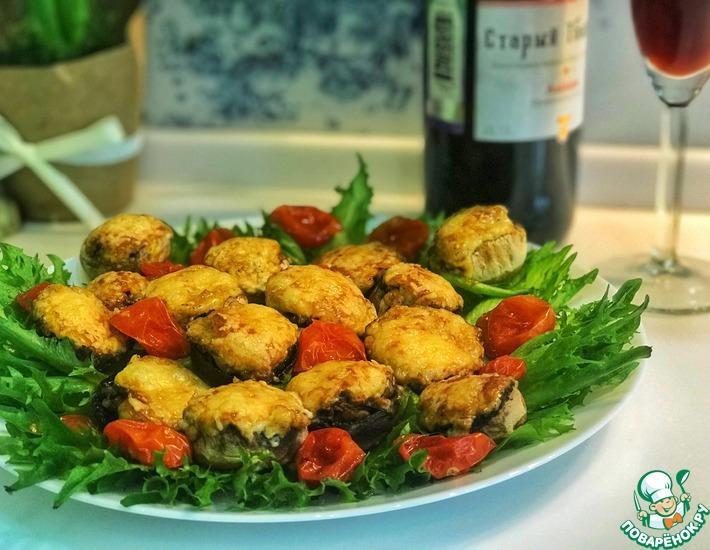 Рецепт: Фаршированные шампиньоны, запеченные под сыром пармезан