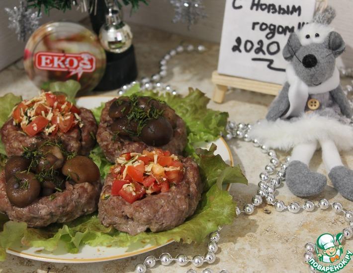 Рецепт: Мясные корзиночки с грибами и помидорами