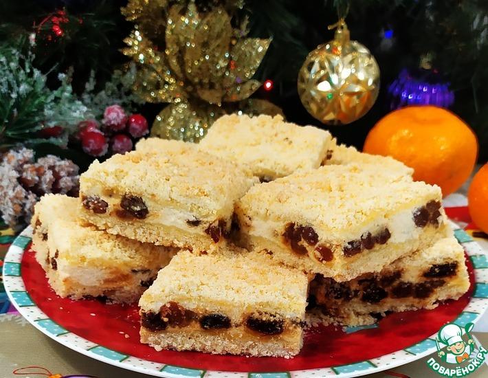 Рецепт: Насыпной пирог с творогом и изюмом