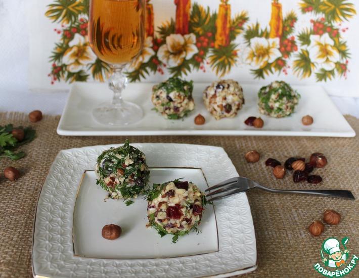 Рецепт: Сырные шарики с орехами и клюквой