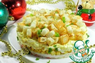 Рецепт: Крабовый салат с чесночными сухариками