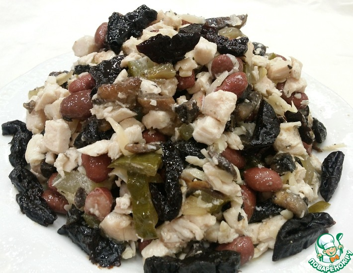 Рецепт: Куриный салат с фасолью и грибами