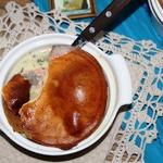 Рыбный суп Чаудер под слоеным тестом
