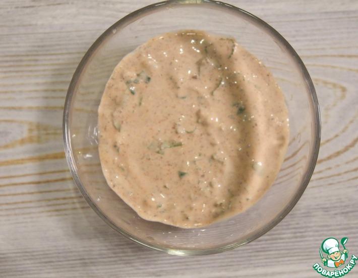 Рецепт: Соус из сметаны, аджики и кинзы