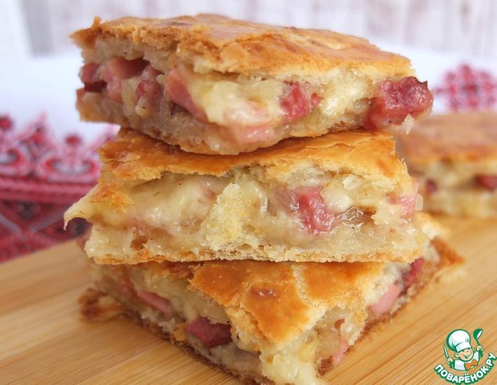 Рецепт: Пирог с сыром и колбасой