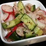 Салат из битых огурцов с редисом