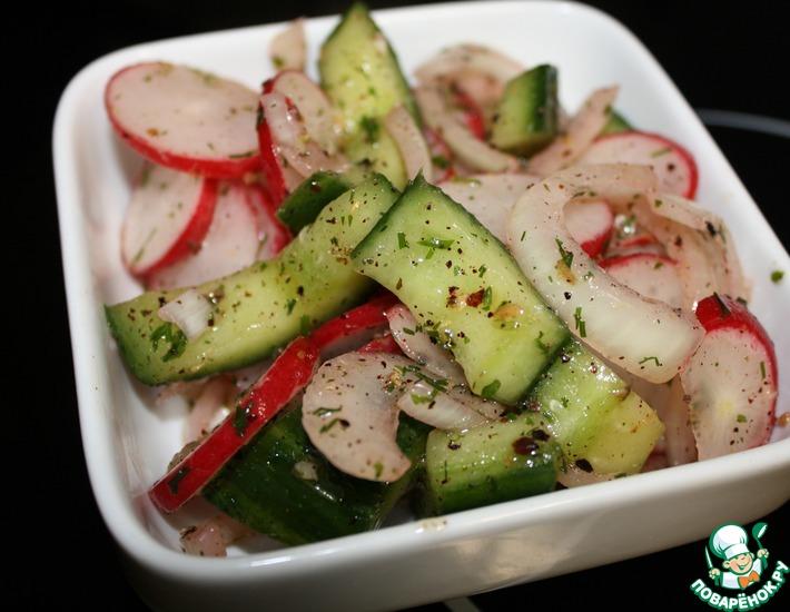 Рецепт: Салат из битых огурцов с редисом
