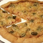 Пицца с креветками и оливками
