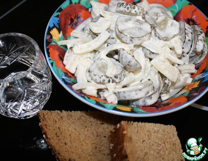Рецепт: Салат из соленых огурцов и лука