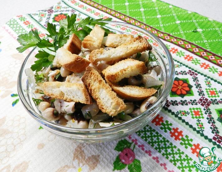 Рецепт: Салат фасолевый с курицей и сухариками