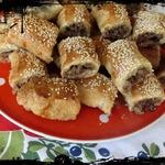 Мясные мини-пирожки из слоеного теста