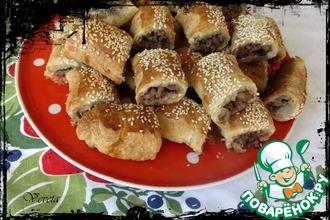 Рецепт: Мясные мини-пирожки из слоеного теста