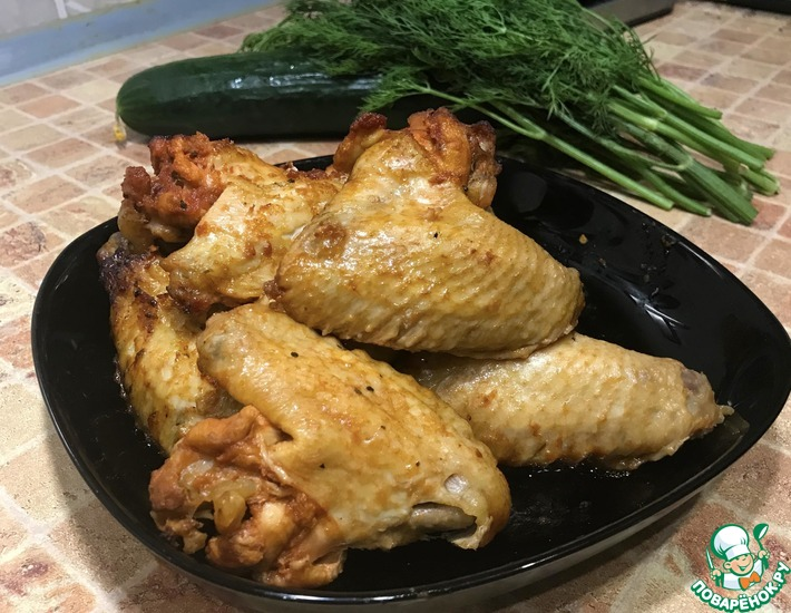 Рецепт: Куриные крылышки с томатом и паприкой