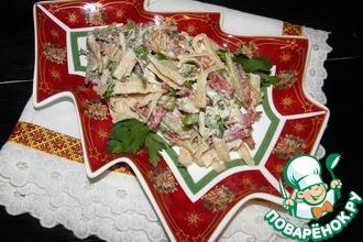 Рецепт: Салат с блинами и колбасой