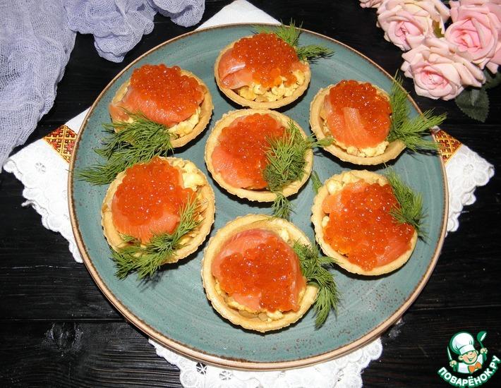 Рецепт: Тарталетки с яичницей и красной икрой