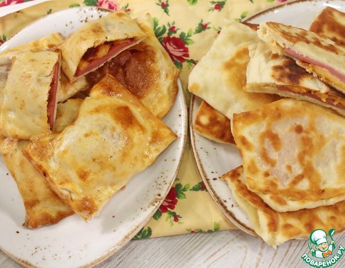 Рецепт: Закрытая мини-пицца с колбасой и сыром