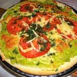 Вегетарианская пицца с авокадо