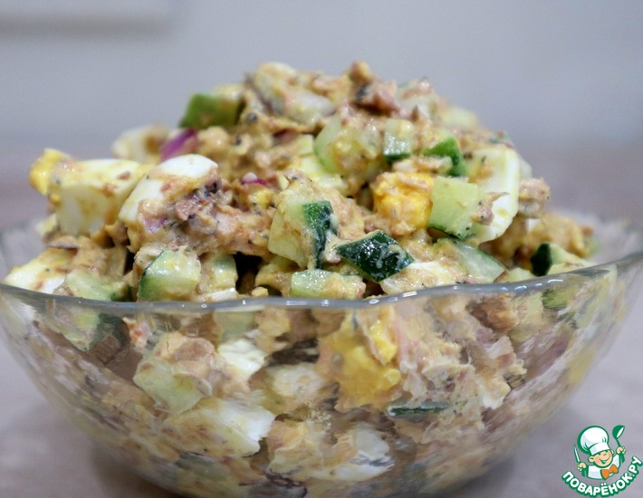 Рецепт: Салат с сайрой, яйцом и огурцом