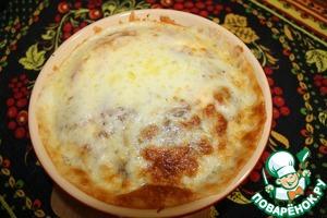 Натереть сыр и присыпать запеканку и запечь до золотистости еще 10 минут.