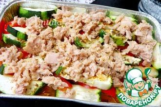 Рецепт: Теплый салат с цуккини и тунцом