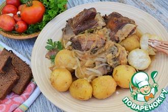 Рецепт: Говяжьи рёбра с картофелем и луком