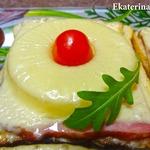 Горячие бутерброды с ветчиной и ананасом