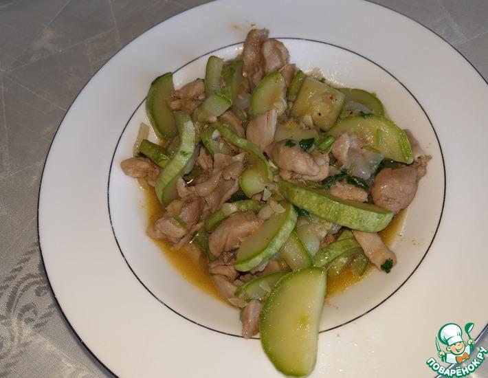 Рецепт: Жареные кабачки с куриной грудкой