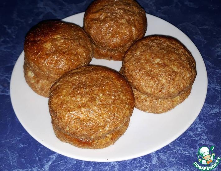 Рецепт: Полезные сырники с арахисовой крошкой внутри