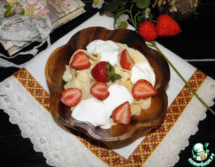 Рецепт: Десерт из лапши с клубникой