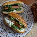 Хот-доги с сырным пикантным соусом