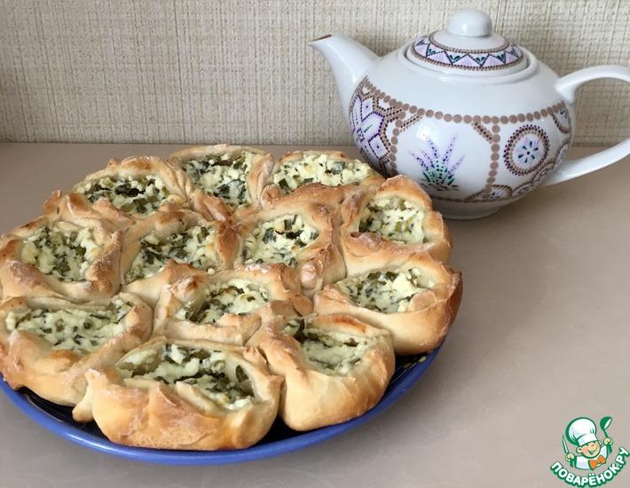 Рецепт: Сладкие ватрушки с творогом и луком