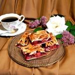 Пирог с ревенем и вишней