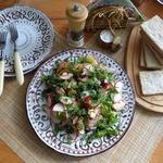 Салат с маринованной сельдью и редисом