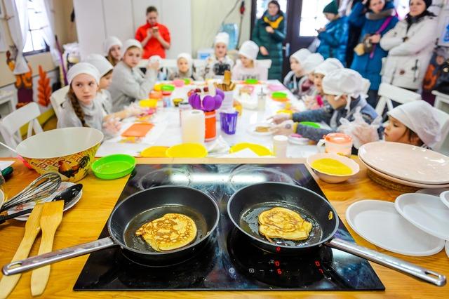 120 тысяч порций блинов съели гости «Московской масленицы» за первые пять дней фестиваля photo