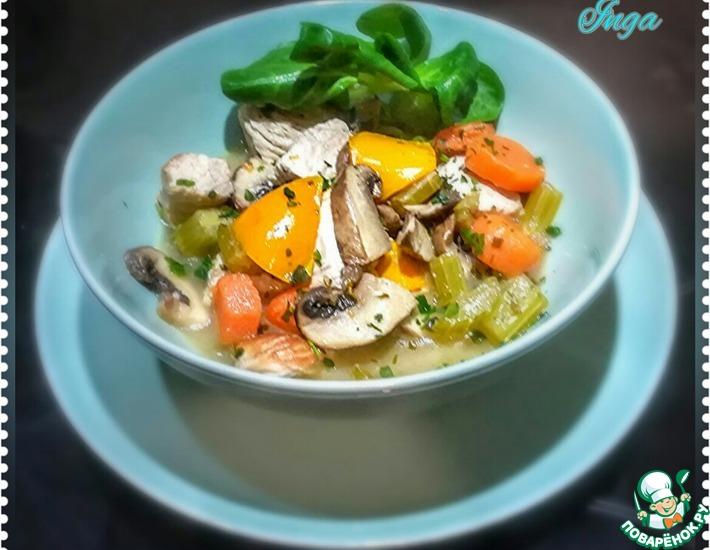 Рецепт: Тушеная индюшатина с грибами и овощами