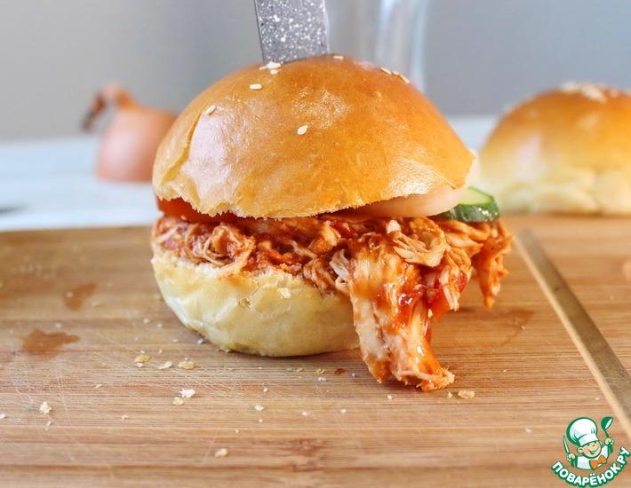 Рецепт: Бургер с курицей в соусе барбекю