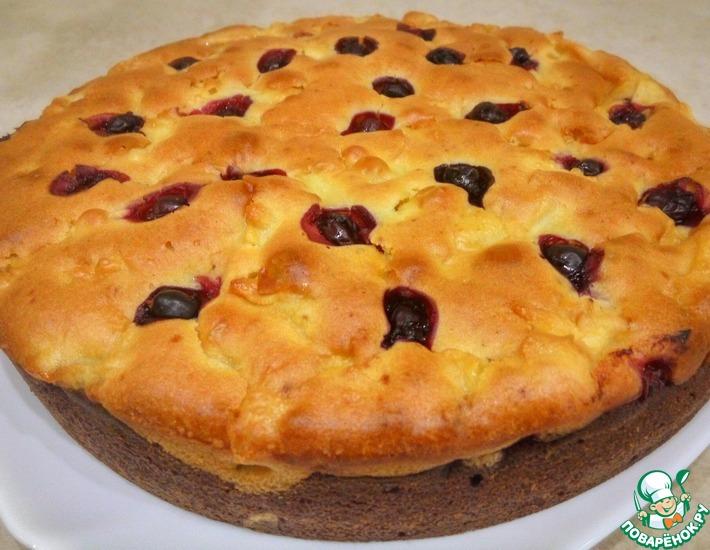 Рецепт: Двухслойный пирог с яблоками и ягодами
